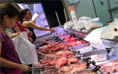 Nhiều hợp tác xã ký hợp đồng sản xuất, cung ứng thịt lợn