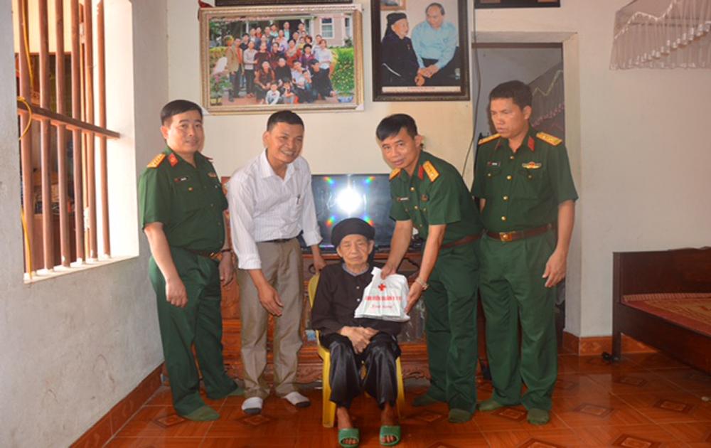 Bệnh viện Quân y 110 khám bệnh, cấp thuốc miễn phí cho 850 đối tượng chính sách