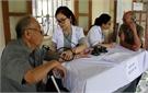 Khám bệnh, cấp thuốc miễn phí cho 200 đối tượng chính sách