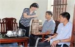 Đoàn đại biểu Quốc hội tỉnh thăm, tặng quà đối tượng chính sách huyện Lục Ngạn