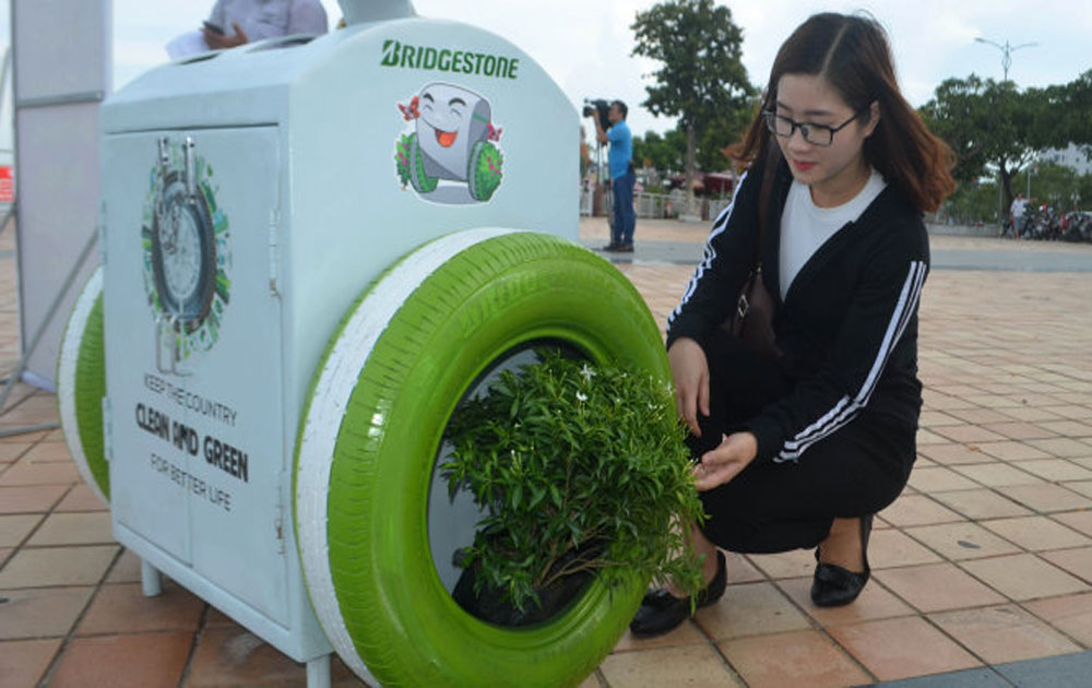 Tiếp nhận thùng rác có tính năng sạc pin điện thoại