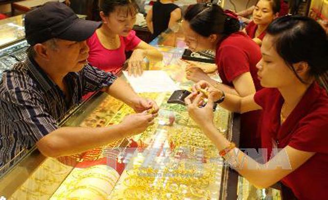 Giá vàng miếng diễn biến trái chiều