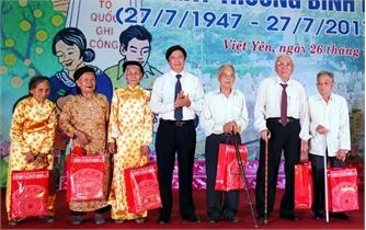 Việt Yên tiếp nhận và trao gần 7.700 suất quà cho các gia đình chính sách, người có công