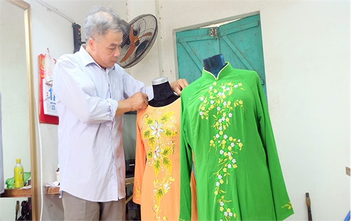 Trach Xa village promotes the charm of Vietnam's Ao Dai