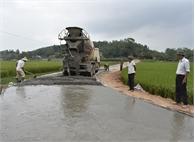 Việt Lập cứng hóa hơn 6,5 km đường giao thông nông thôn