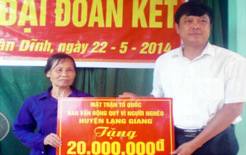 Huyện Lạng Giang: Hơn 350 triệu đồng hỗ trợ hộ nghèo xây nhà Đại đoàn kết