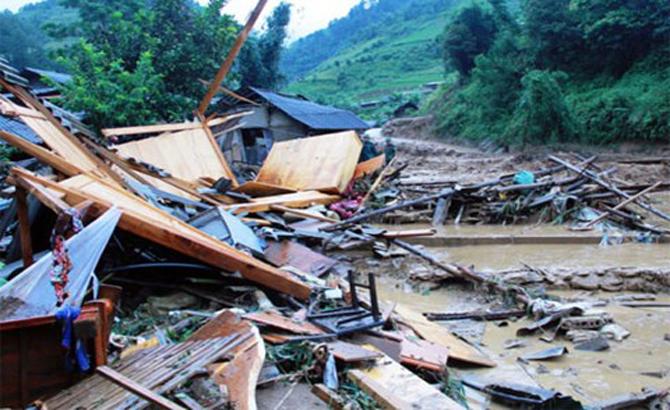 Các địa phương nhận cứu trợ sau đợt lũ làm 43 người chết và mất tích