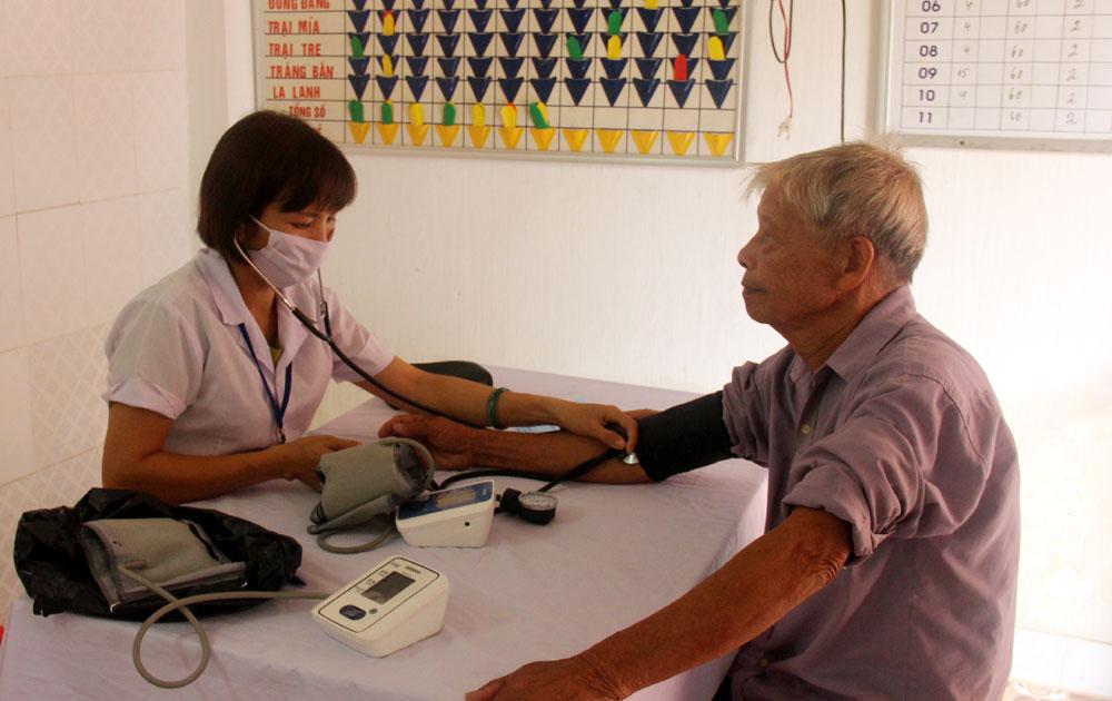 Đưa 983 bệnh nhân tăng huyết áp về điều trị tại trạm y tế