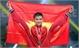 VĐV đấu kiếm Vũ Thành An cầm cờ dẫn đầu tại lễ khai mạc SEA Games 29