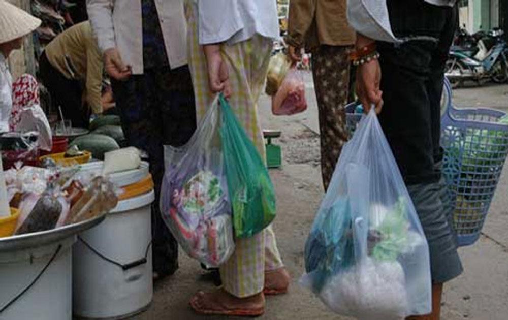Túi nilon với vấn đề gây ô nhiễm môi trường
