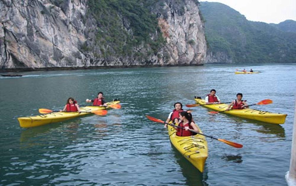 Chèo thuyền kayak thử thách lòng dũng cảm