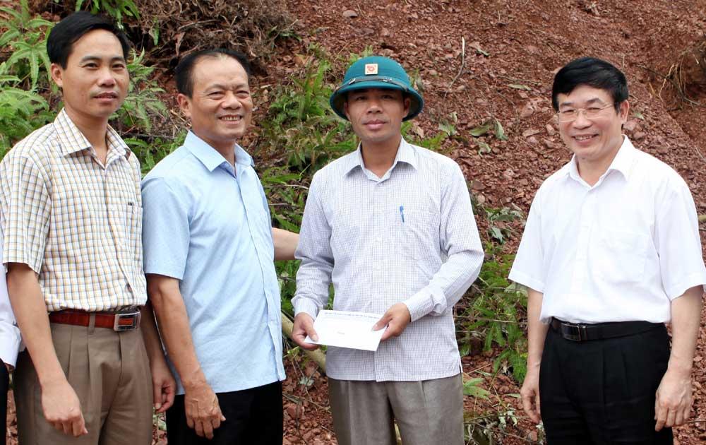 Khẩn trương khắc phục hậu quả mưa lũ tại xã Dương Hưu