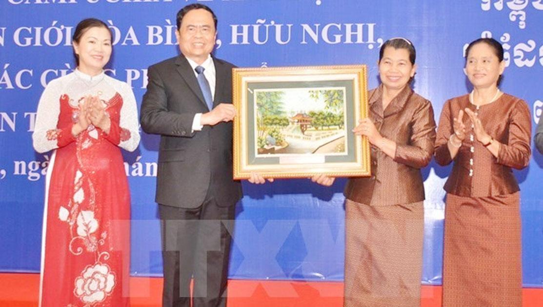 Vietnam, Cambodia commit to building peaceful borderline