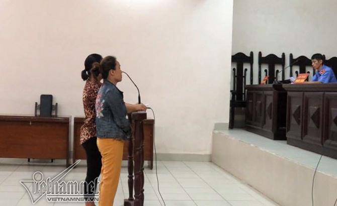 Hải Phòng: Hai phụ nữ hắt dầu luyn vào phản thịt lợn bị phạt 9 tháng tù