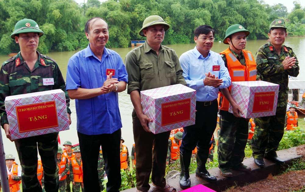 Tân Yên: Diễn tập phòng, chống lụt bão, tìm kiếm cứu nạn
