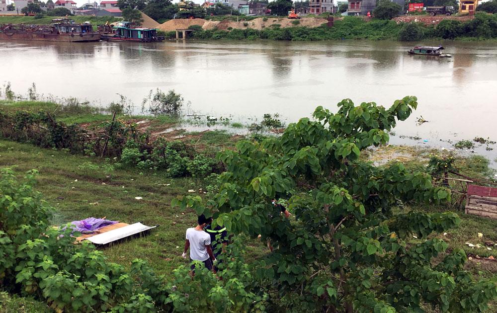 Xác phụ nữ trôi trên sông Thương