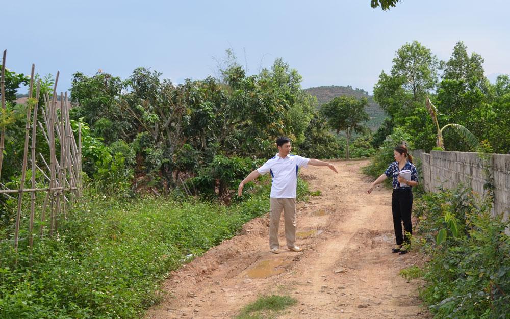 Hỗ trợ xi-măng, cứng hóa đường thôn, chủ trương đúng, hợp lòng dân