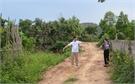Hỗ trợ xi-măng cứng hóa đường thôn: Chủ trương đúng, hợp lòng dân