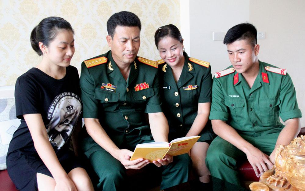Gia đình Đại tá Phạm Văn Trọng: Nối nghiệp lính Cụ Hồ