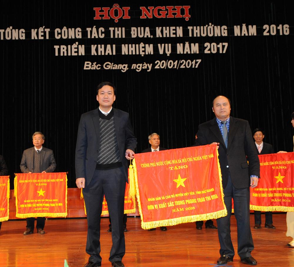 Việt Viêt, thi đua, nông thôn mới