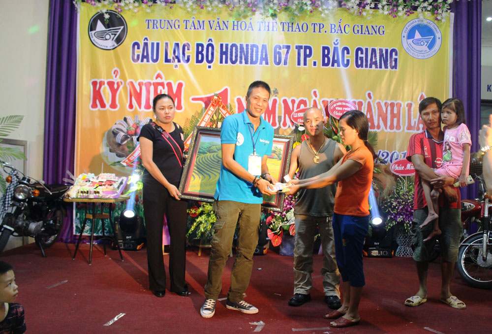 Đấu giá tranh đá quý hỗ trợ bệnh nhi nghèo; Câu lạc bộ (CLB) HONDA 67 TP Bắc Giang