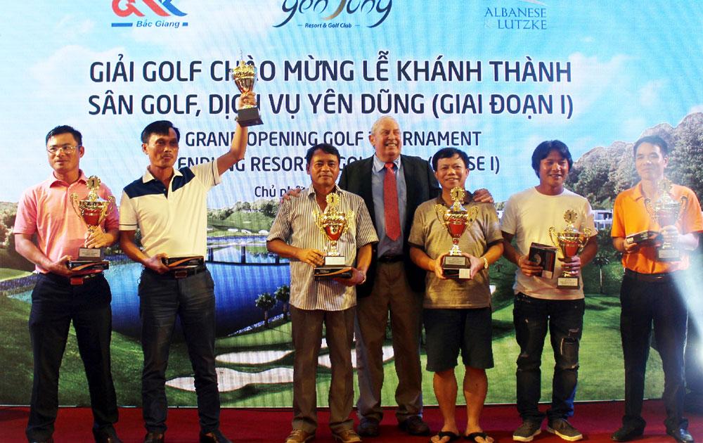 Khánh thành Sân golf, dịch vụ Yên Dũng