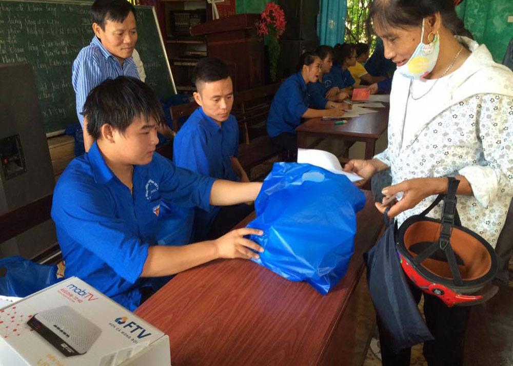 Lắp đặt miễn phí hơn 3.100 đầu thu truyền hình số cho hộ nghèo, cận nghèo huyện Yên Dũng