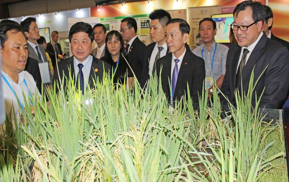 APEC exhibition on food products and new agricultural technologies