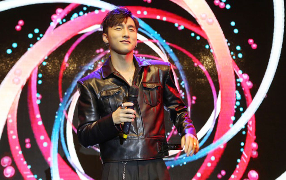 Vietnamese pop star rings out over SEA Games in Malaysia