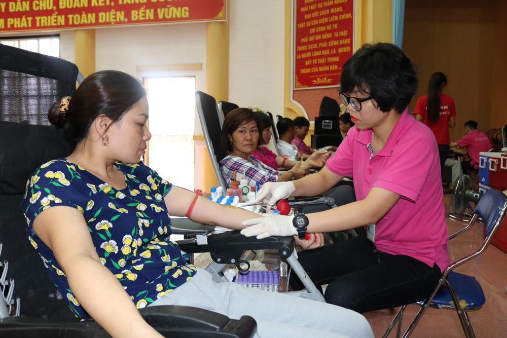 Vận động hiến máu tình nguyện đạt 165% kế hoạch