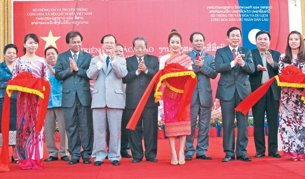 Góp thêm,  tiếng nói,  tô thắm,  tình hữu nghị,  Việt - Lào