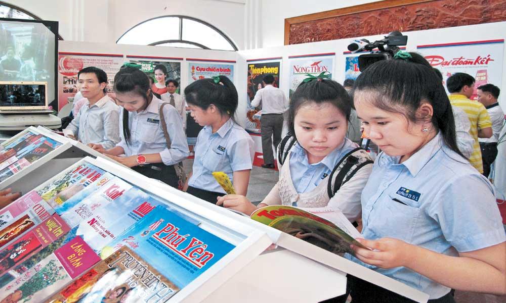 Góp thêm tiếng nói tô thắm tình hữu nghị Việt - Lào