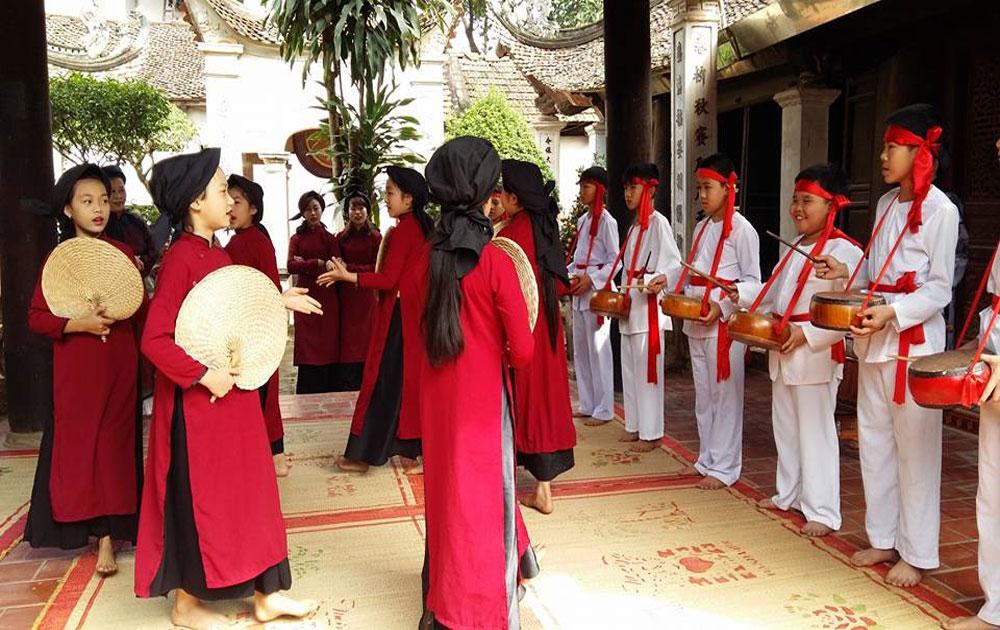 Adopting technology in keeping 'Xoan' singing alive