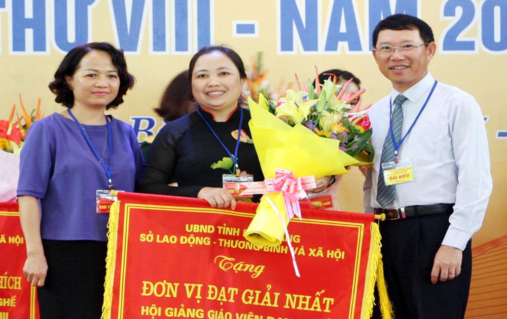 Hội giảng giáo viên dạy nghề tỉnh: Trường Cao đẳng Nghề công nghệ Việt - Hàn đoạt giải Nhất toàn đoàn
