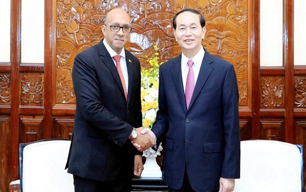 President Quang receives outgoing Cuban ambassador