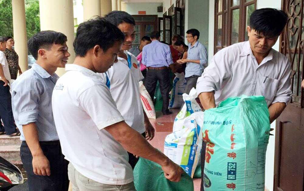 Yên Thế: 100 triệu đồng, 12 tấn gạo ủng hộ người dân Mường La bị thiên tai