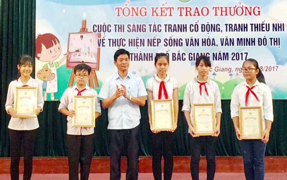TP Bắc Giang: 51 tác phẩm đoạt giải cuộc thi sáng tác tranh về văn minh đô thị