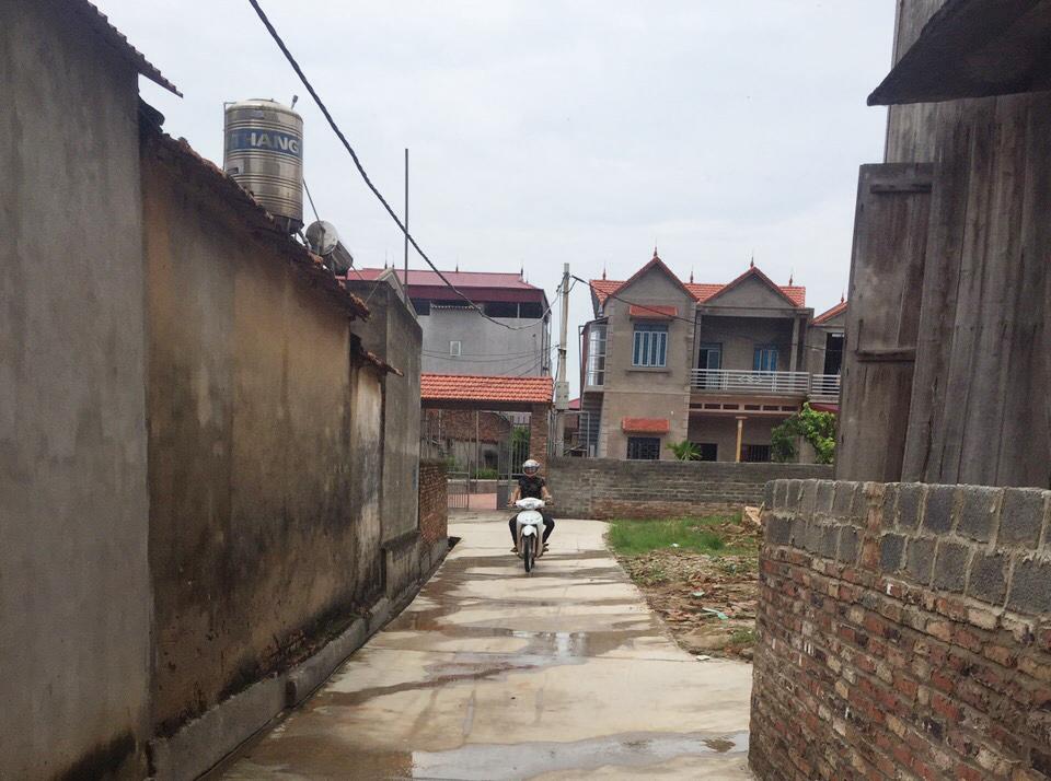 11 hộ dân hiến gần 130 m2 đất làm đường giao thông