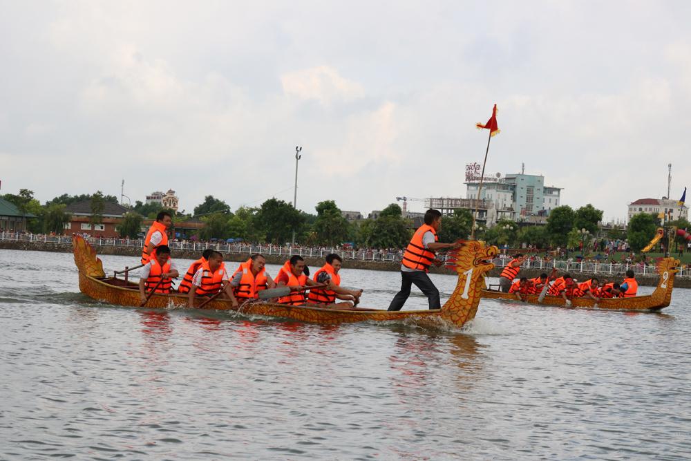 Sôi nổi Giải đua thuyền TP Bắc Giang lần thứ 2