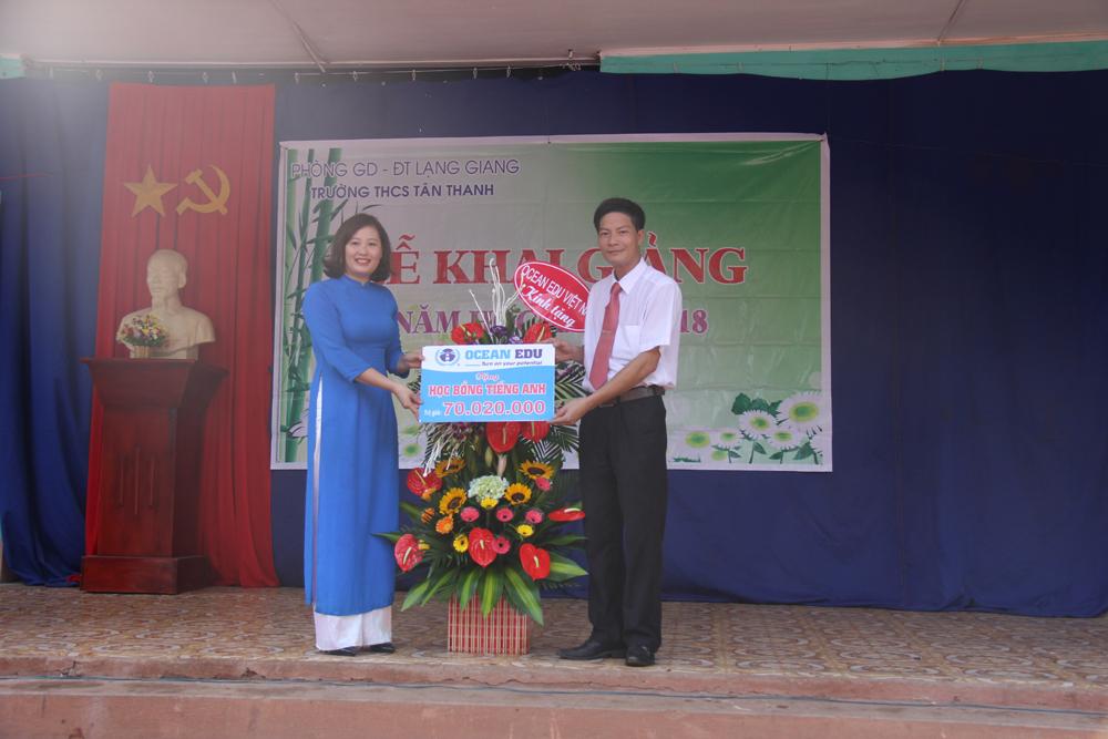 THCS Tân Thanh; khai giảng; tặng quà.
