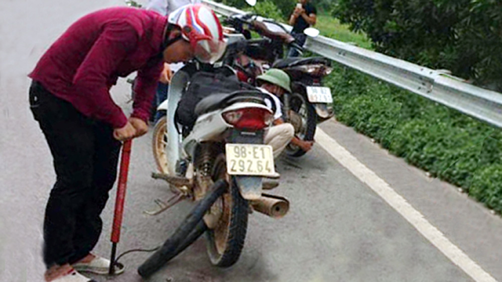 Rải đinh trên cao tốc Hà Nội - Bắc Giang