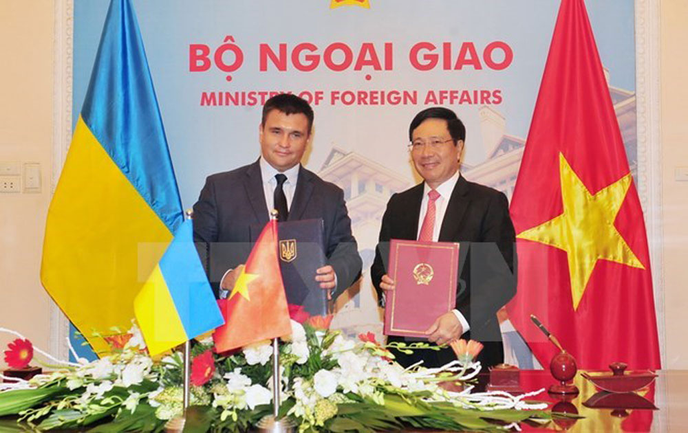 Vietnamese, Ukrainian Foreign Ministers vow to bolster ties