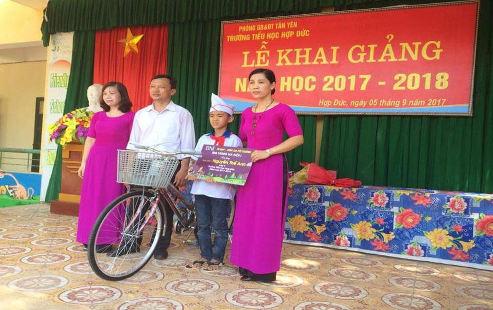 Eight Bac Giang students awarded Doraemon scholarship