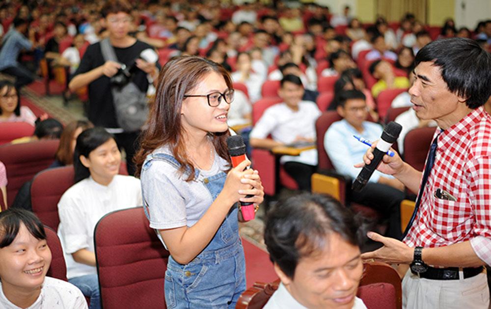 """Tiến sĩ Lê Thẩm Dương: 4 vấn đề """"sinh tồn"""" của bạn trẻ trong Cách mạng công nghiệp 4.0"""
