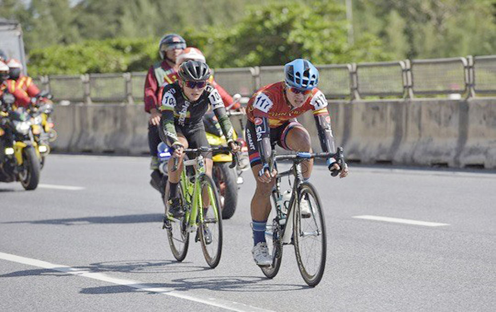 Vietnamese cyclist surprises with polka dot jersey