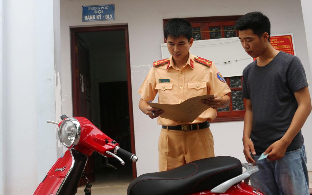 Thực hiện quy định đăng ký đối với xe máy điện: Từng bước đi vào nền nếp