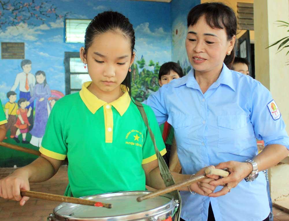 Trọn tấm lòng, chăm những chồi non, Tổng phụ trách Đội,  Nguyễn Thị Hường