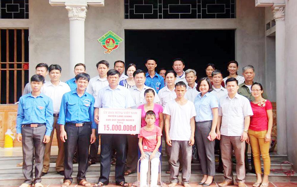"""Khánh thành ngôi nhà """"Khăn quàng đỏ"""" cho gia đình học sinh khuyết tật Trần Văn Tâm"""