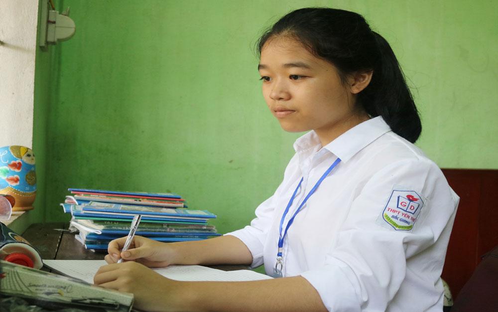 Nguyễn Khánh Vân học giỏi toàn diện