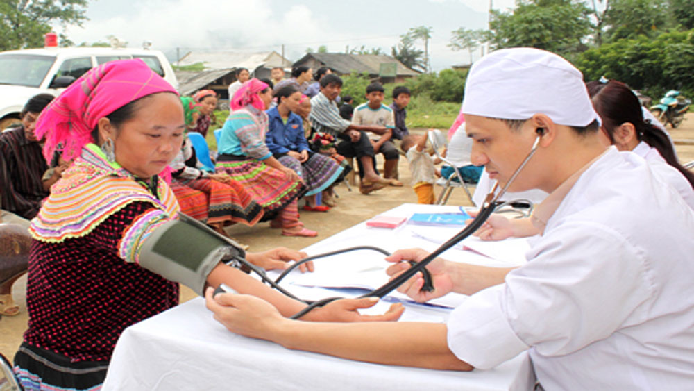 Needy people receive free health insurance